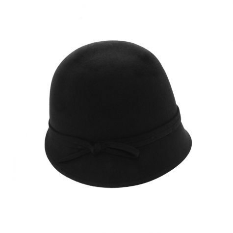 Cappello cloche in lana con nastro