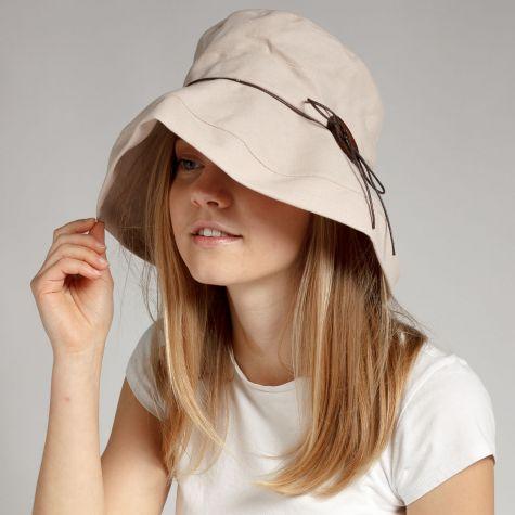 Cappello in tessuto con bottone