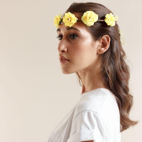 Coroncina con fiori gialli