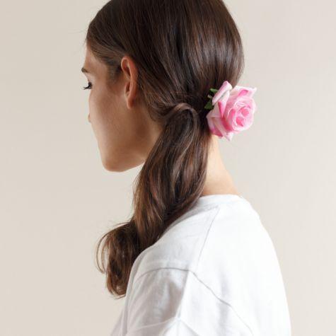 Fermacapelli-spilla con rosa color rosa