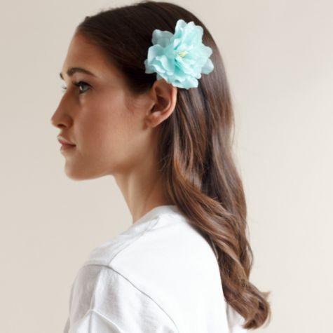 Fermacapelli con fiore color azzurro