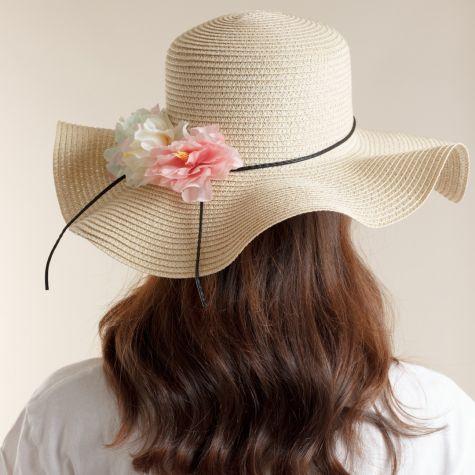 Cappello tesa larga con fiori