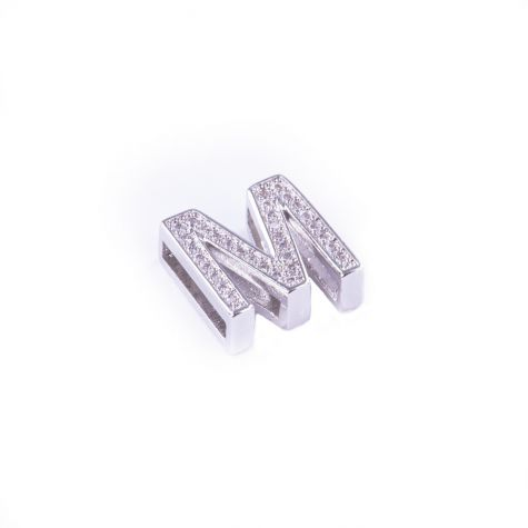 Ciondolo lettera M con zirconia cubica color argento