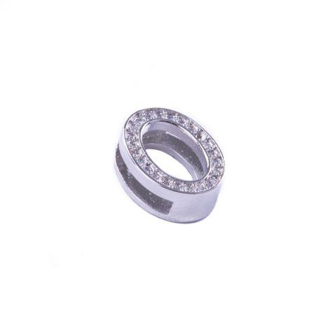 Ciondolo lettera O con zirconia cubica color argento