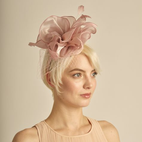 Fascinator color rosa antico