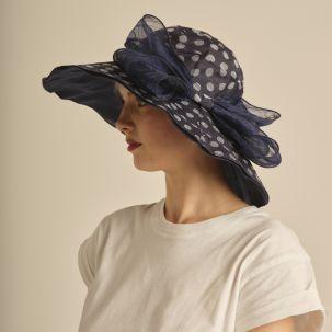 Cappello in tessuto color blu con fiocco e poins