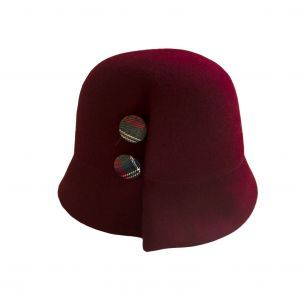 Cappello cloche in lana con bottoni laterali